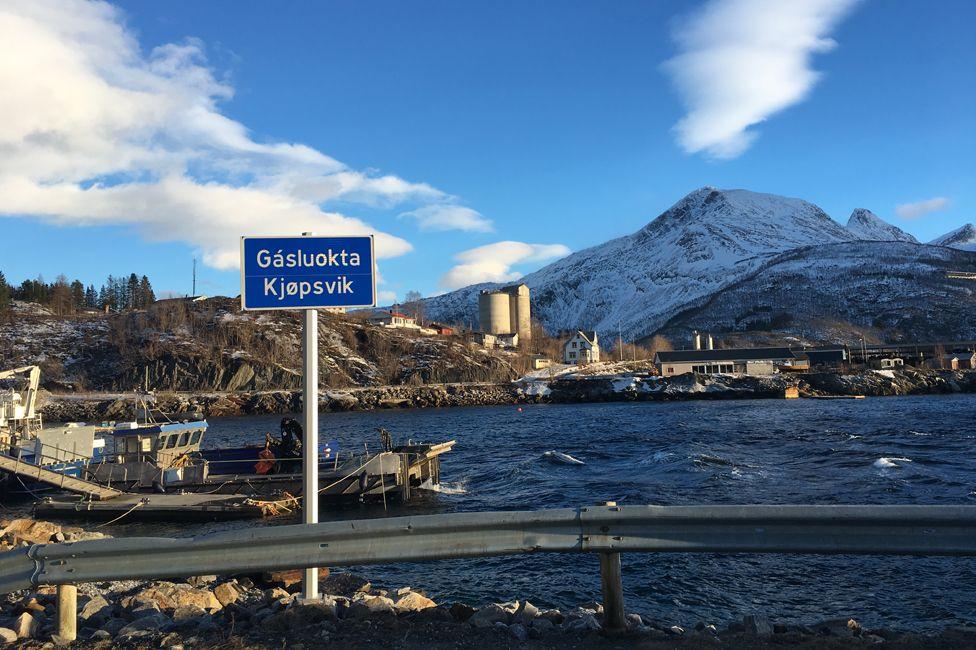 Kjopsvik signpost (with Sami name, Gasluokta)