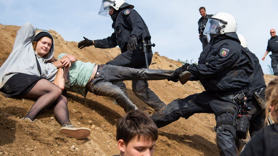 Police prevent protesters from getting to the forest