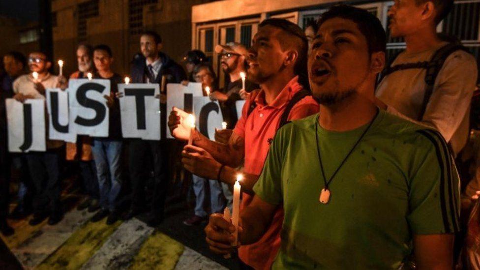 Protesters outside the Sebin intelligence agency headquarters in Caracas, Venezuela. Photo: 8 October 2018