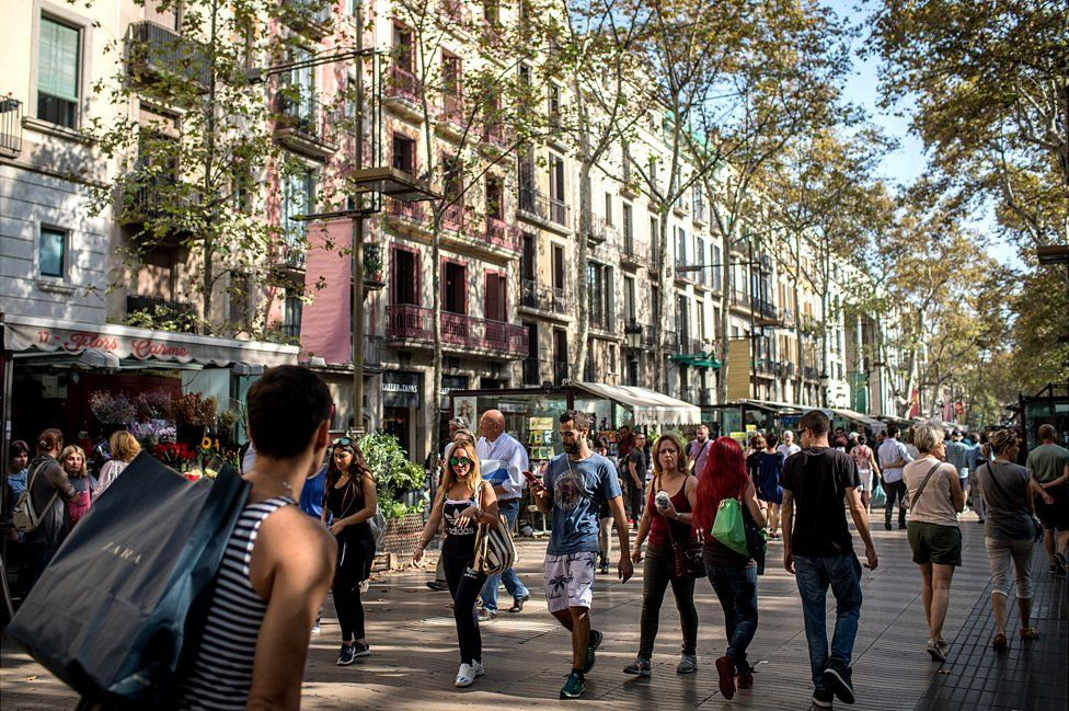 Barcelona crime wave tarnishes boom in tourism