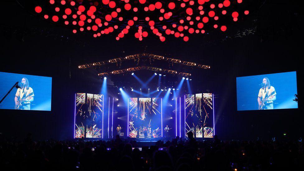 Large stadium performance of band