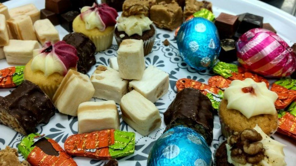 Cakes and Easter eggs