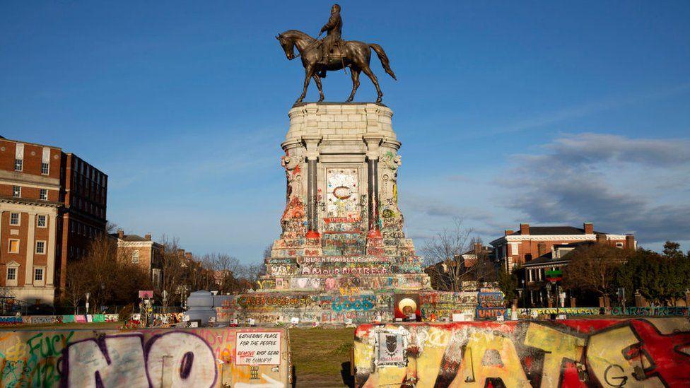Robert E Lee statue: Virginia removes contentious memorial as crowds cheer