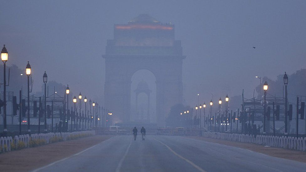 India Gate in Delhi covered in smog