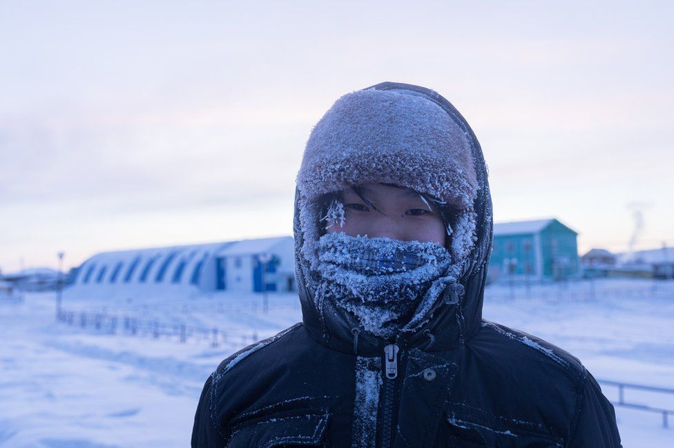 Ayal's breathing froze around his face. Lost in his own thoughts, the young man often take walks through the streets of the village before being brought back to reality by the icy temperatures. Alone or accompanied by the dog of the neighbor with whom he has become friends, Ayal likes to think about what his life will be when he'll move to the city. He wants to become an actor or a writer when he grows up.