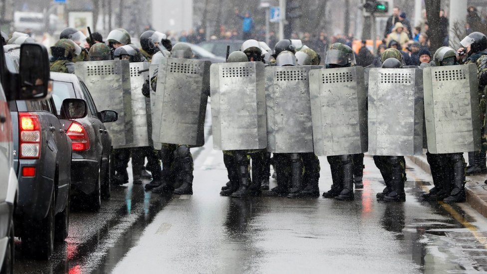 Belarus police block a street during an opposition rally in Minsk (25 March 2017)