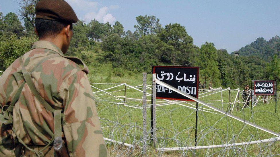 Conflicto en Cachemira: qué se siente al tener enfrente a un enemigo fuertemente armado y a solo 100 metros de distancia durante décadas