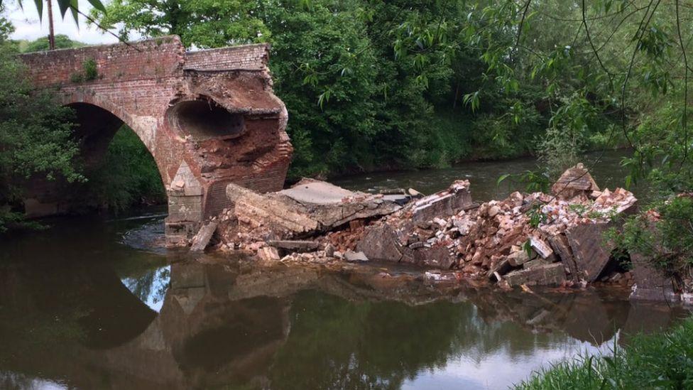 Eastham Bridge collapsed