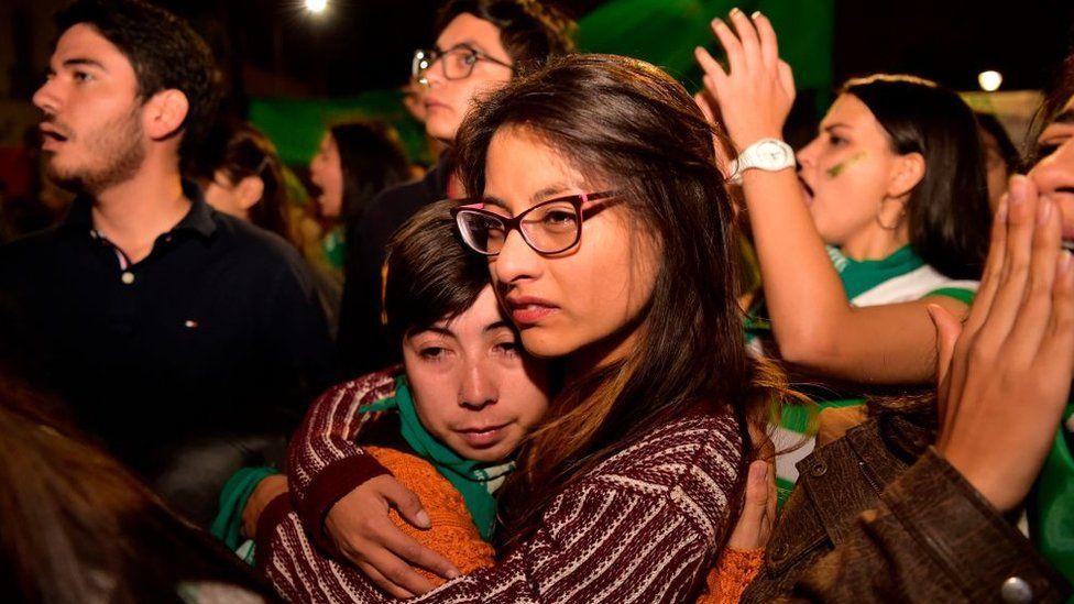Aborto en Ecuador: el Parlamento rechaza la reforma legislativa para permitir la interrupción del embarazo en caso de violación