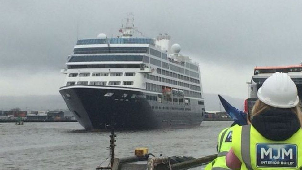 Cruise ship in Belfast