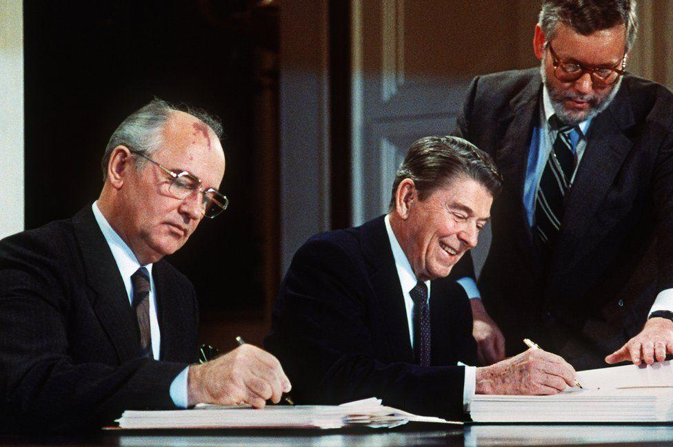 Washington signing of 1987 treaty eliminating US and Soviet intermediate- and short-range nuclear missiles