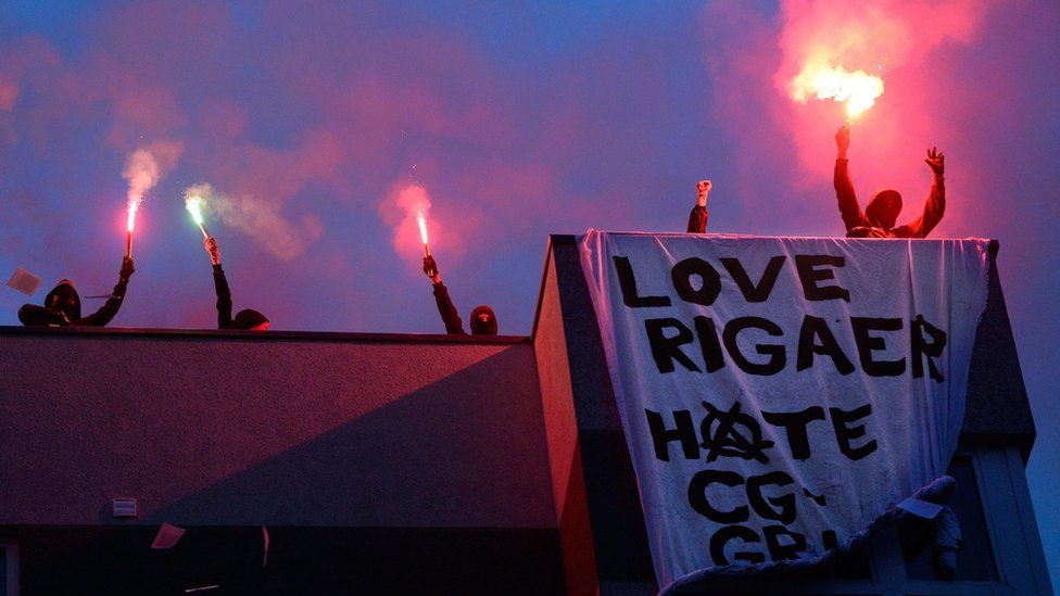 Anti-gentrification protesters on the roof of 94 Rigaer Strasse, Berlin (9 July)