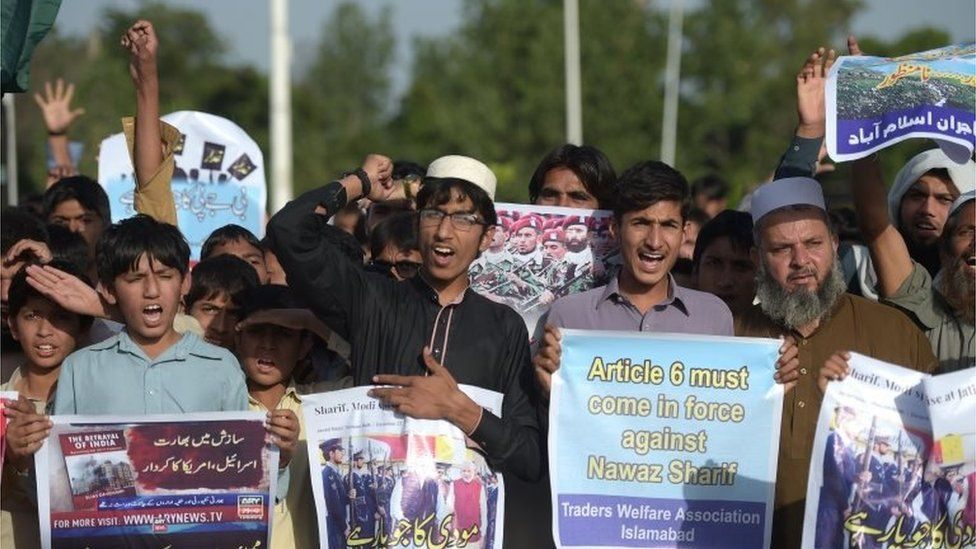 Pakistani demonstraters hold placards as they shout slogans during a protest against ousted Pakistani prmie minister Nawaz Sharif in Islamabad on May 16, 2018.