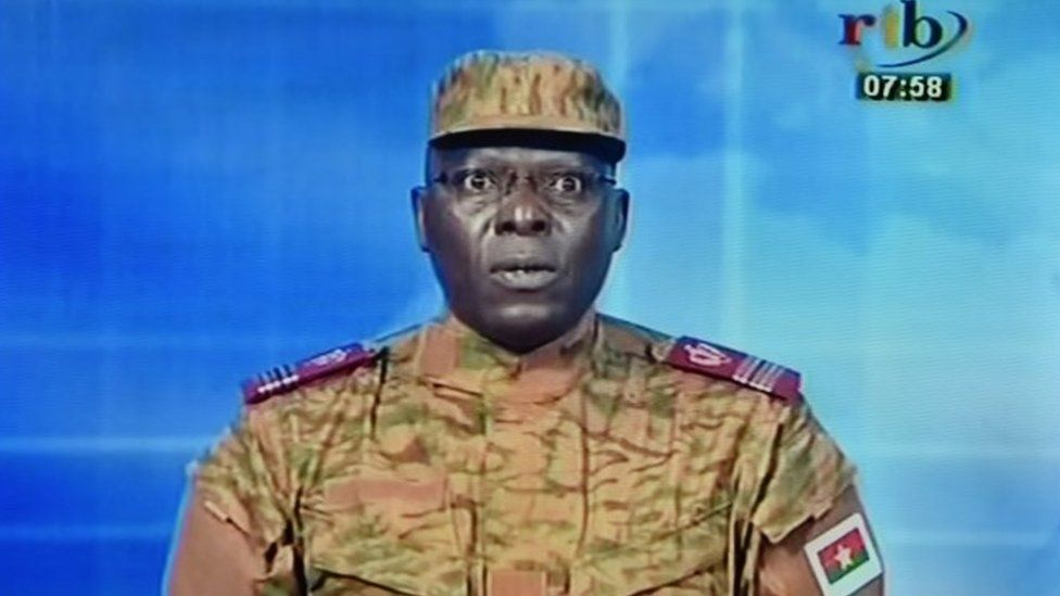 """A picture taken on September 17, 2015 shows a TV screen during the broadcast of the speech of Lieutenant-colonel Mamadou Bamba announcing that a new """"National Democratic Council"""" had put an end """"to the deviant regime of transition"""""""