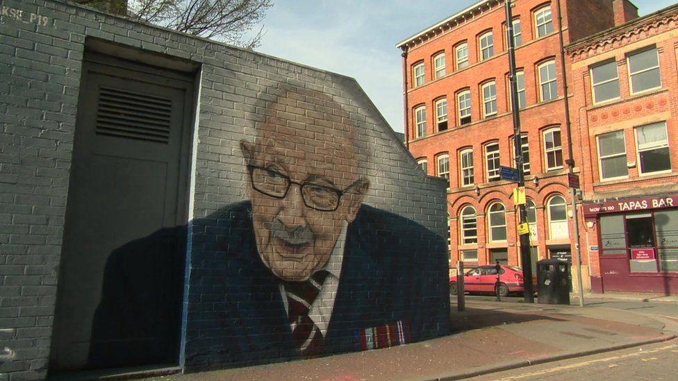 Captain Sir Tom Moore mural