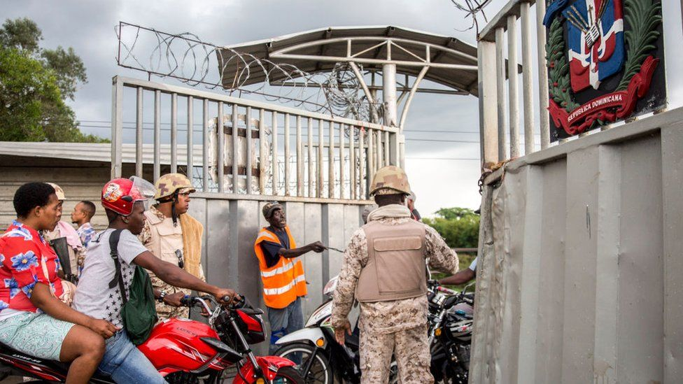 Haitians cross the border into the north-west of the Dominican Republic on September 27, 2018