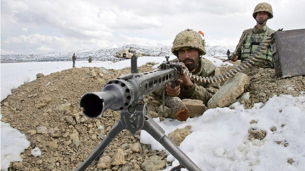 Pakistani army soldiers take position in the snow covered mountainous region of Alwara Mandei in North Waziristan along the Pakistan-Afghanistan border, 17 February 2007.