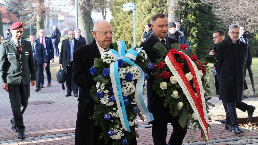 The presidents of Israel and Poland - Reuven Rivlin and Andrzej Duda - with wreaths