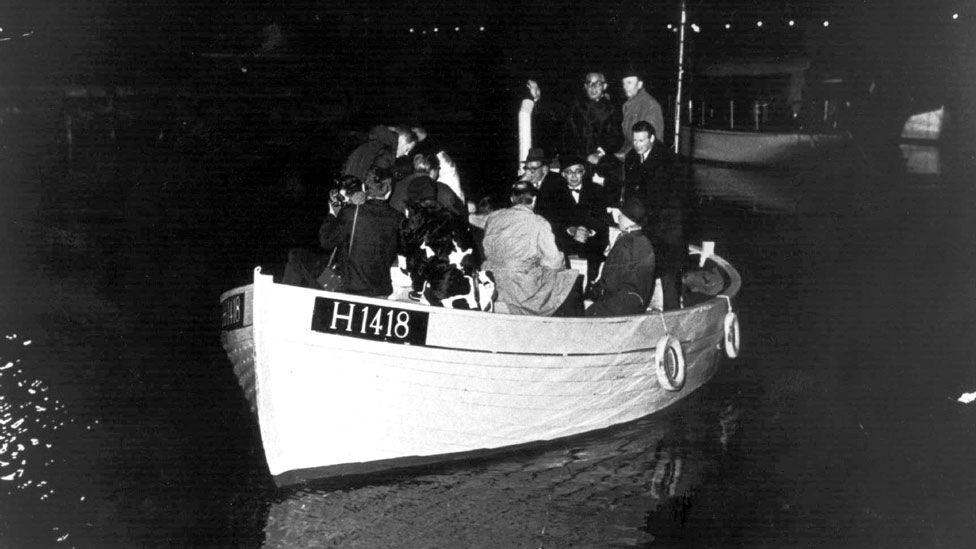 Un barco llevando a judíos daneses a Suecia, en 1943.