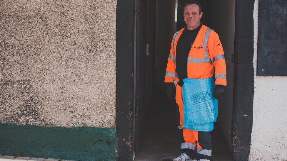 Richard - refuse operative