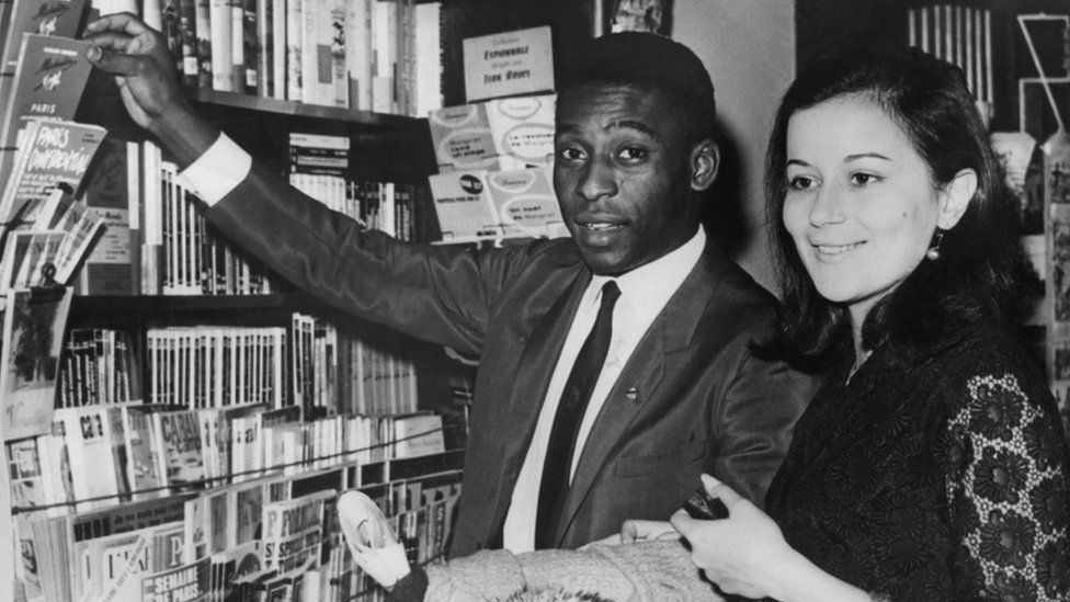 Pele and his first wife, Rosimeri dos Reis Cholbi during honeymoon in Paris, 17 March 1966