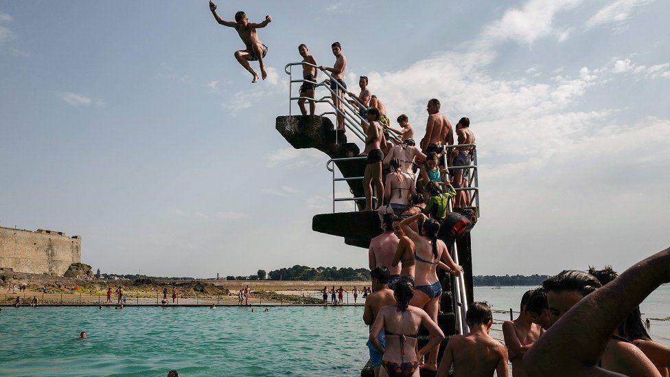 бассейн во французском городе Сен-Мало