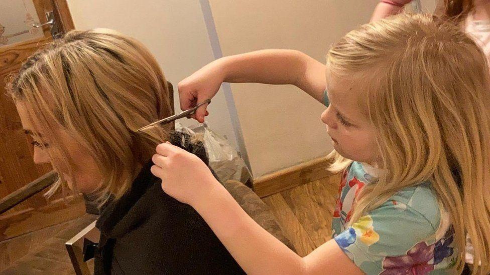 Justine Jianikos having her hair cut