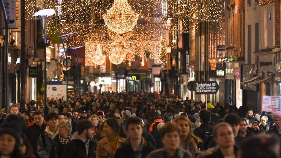 Packed shoppers fill street in Dublin