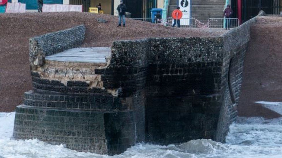 The collapsed Groyne