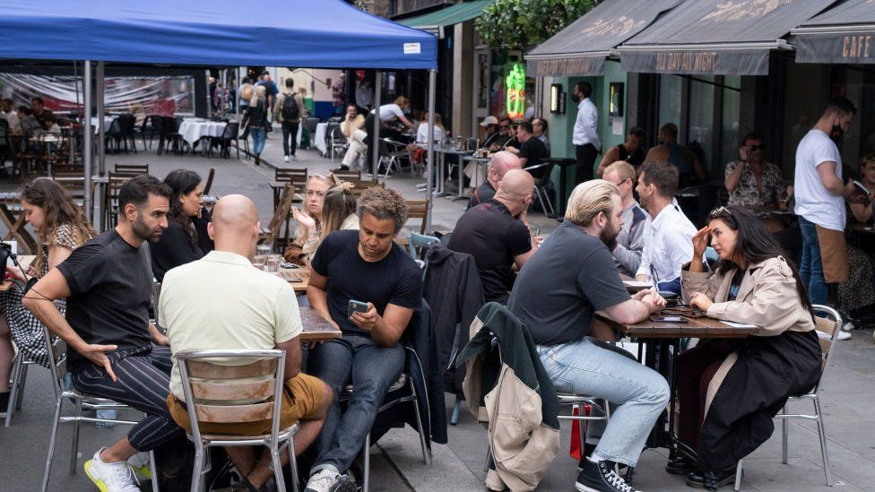 Covid: Al fresco dining to become a High Street fixture in England thumbnail