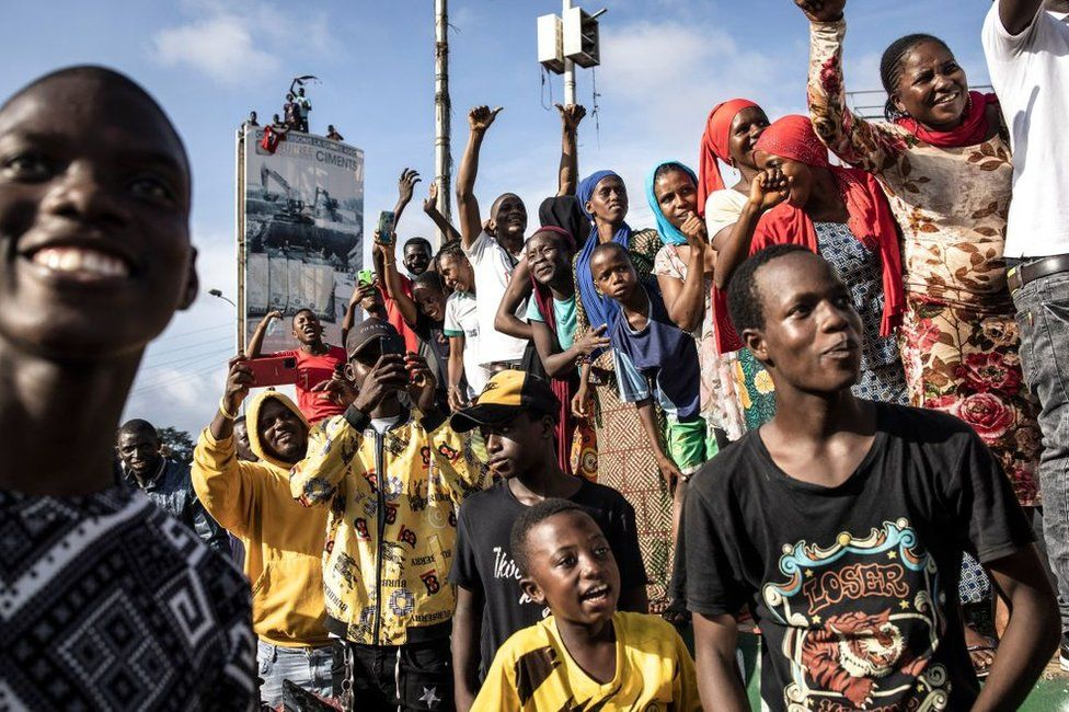 Supporters cheer as exiled activists arrive in Conakry on September 18, 2021.