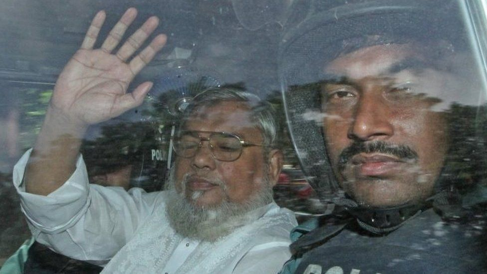 Ali Ahsan Mohammad Mujahid (left) inside a police vehicle as he is transported to the central jail after a court verdict in Dhaka (July 2013)