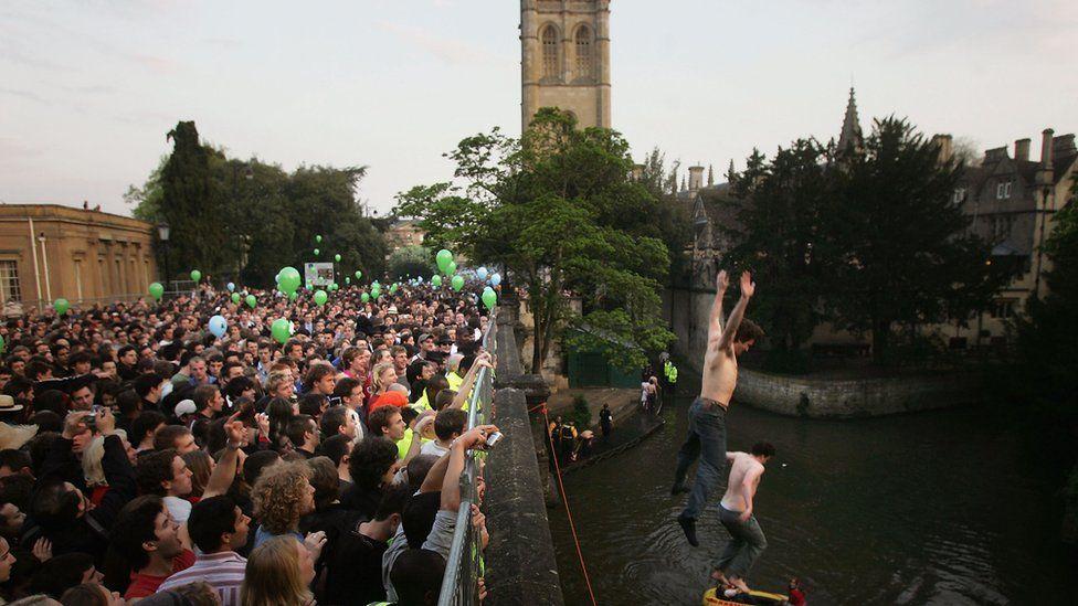 Students jumping off Magdalen Bridge