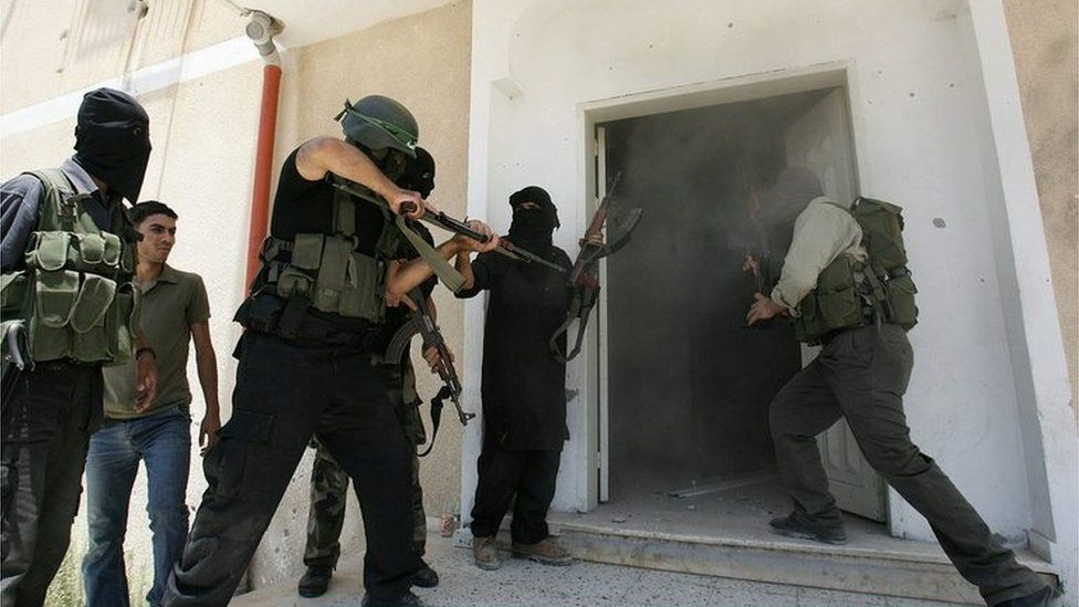 Hamas militants storm Fatah Preventative Security Force headquarters in Gaza City (14/06/07)