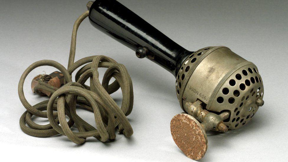 Рейчел Мейнз утверждала, что механические вибраторы - такие, как этот, 1909 года - применялись для лечения женщин от истерии