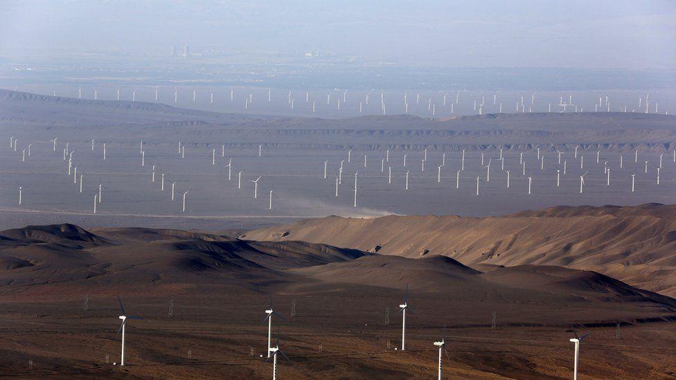 Cómo es el frenético plan energético de China en el que se construyen dos turbinas de viento por hora