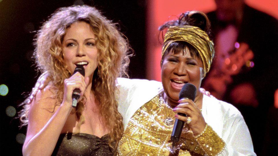 Aretha Franklin with Mariah Carey in 1998