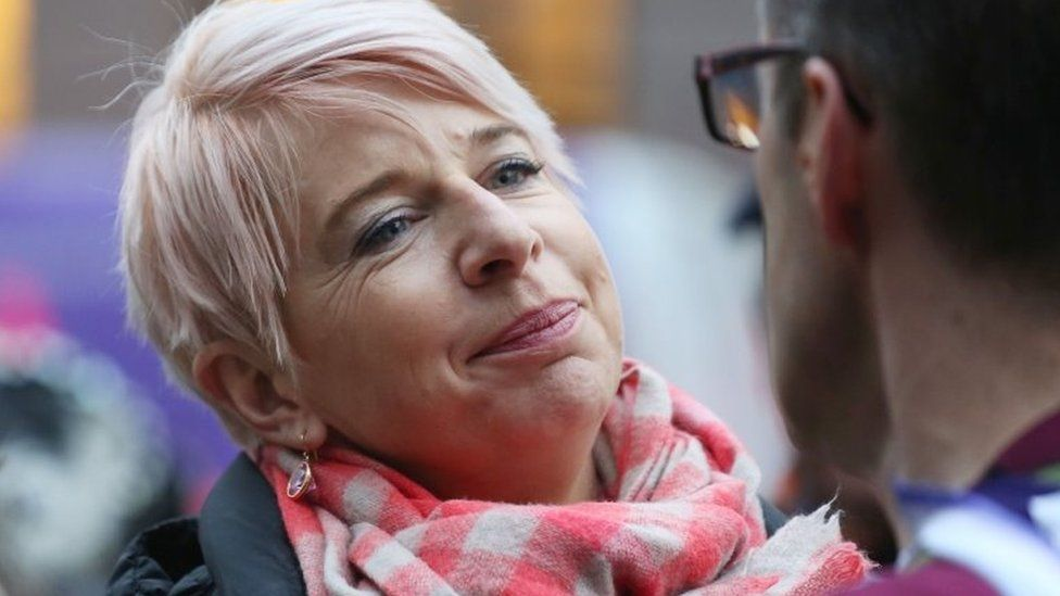 Katie Hopkins to be deported from Australia over quarantine rules thumbnail