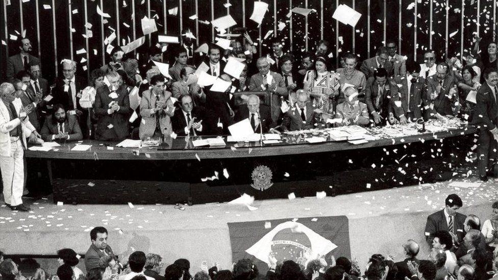 30 anos da Constituição: a Carta Magna brasileira é generosa demais?