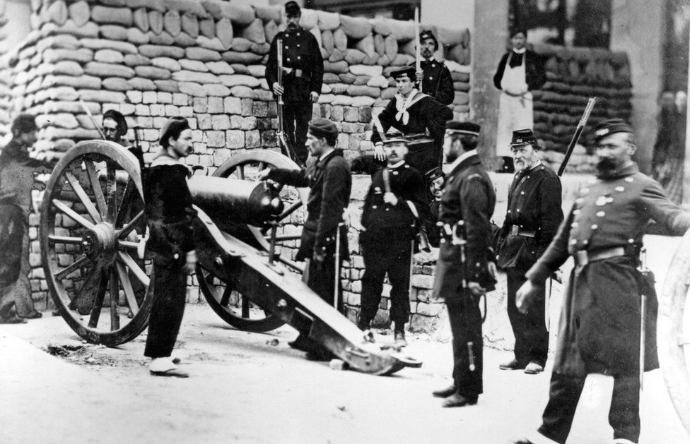 Soldiers and a gun at the barricade at the Rue Castiglione during the conflict between the authorities and the radicals declaring the Paris Commune