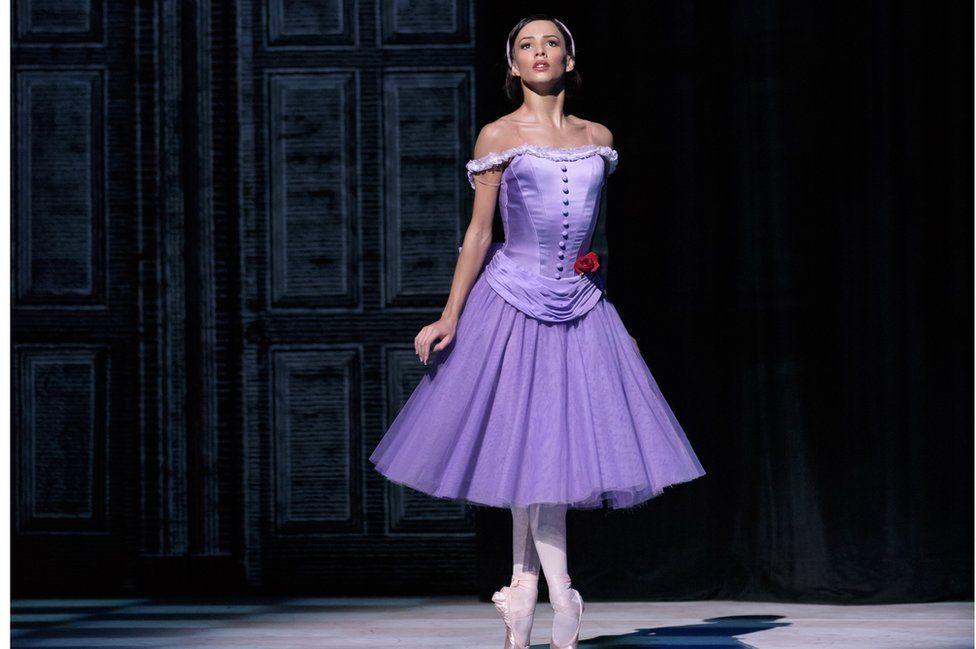 Miaow! Royal Ballet star Francesca Hayward joins Cats movie - BBC News