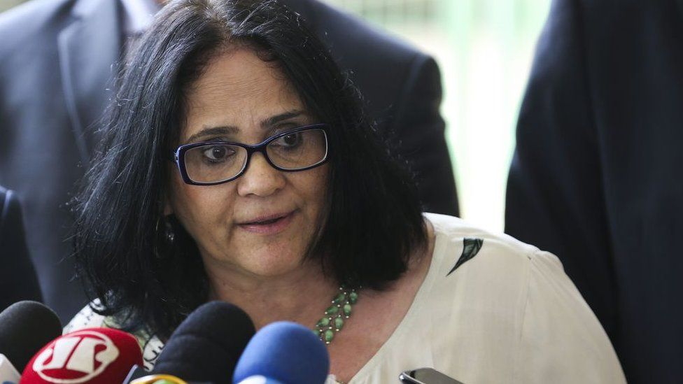 O que diz o filme sobre 'infanticídio indígena' divulgado por ministra de Bolsonaro e que a Justiça tirou do ar