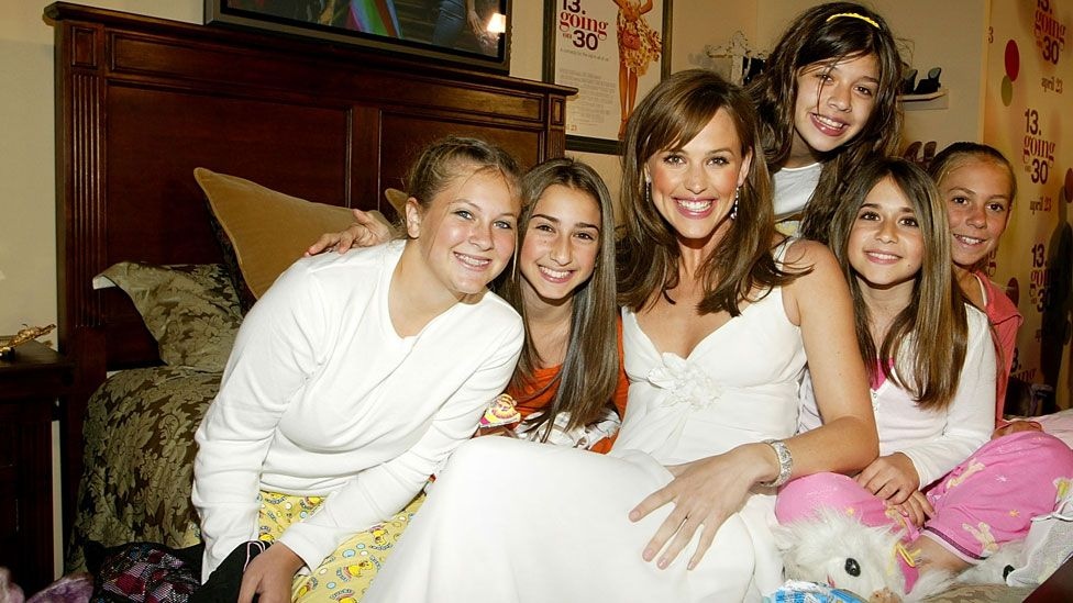 Jennifer Garner with friends at the 13 Going on 30 premiere