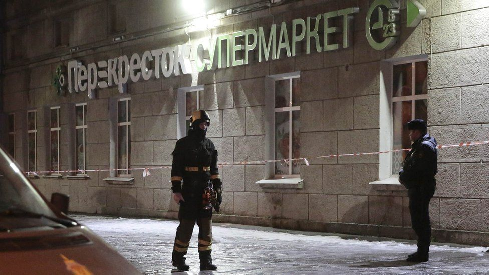 Police and emergency services arrive at a supermarket after an explosion in St Petersburg, Russia, 27 December 2017