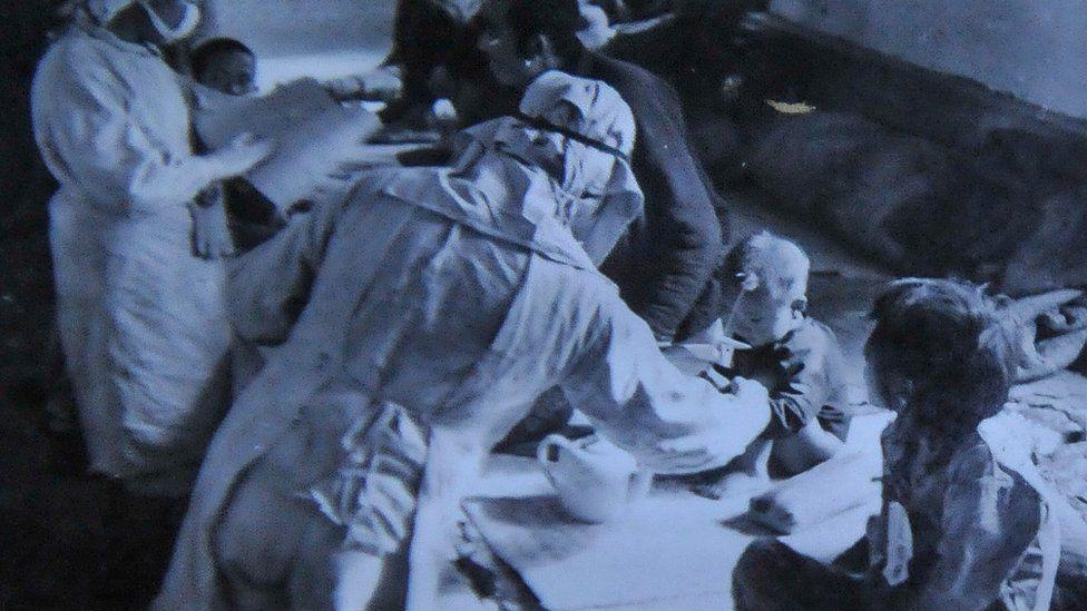 """Esta imagen muestra una jornada de """"prevención de plagas"""" llevada a cabo en noviembre de 1940 en la ciudad de Nongan, en la provincia china de Jilin, en el noreste del país."""