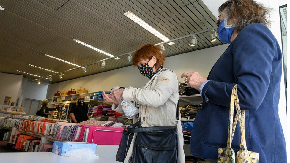 Customers entering a fabrics store in Ludwigsburg, 20 Apr 20