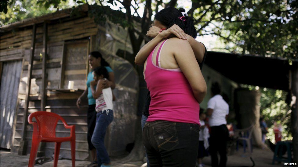 Women embrace each other as they mourn their cousins, Olocuilta, El Salvador (15 July 2015)