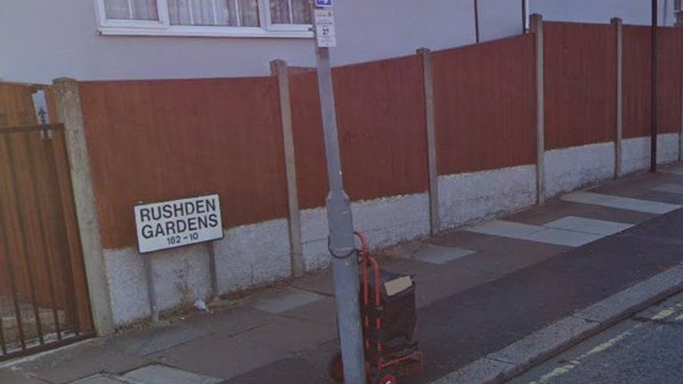 Rushden gardens street sign