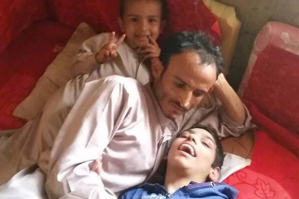 Zaid Tayyib (C) with his sons Mohammed (L) and Yahya (R)