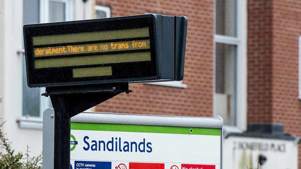 Information sign saying no trams